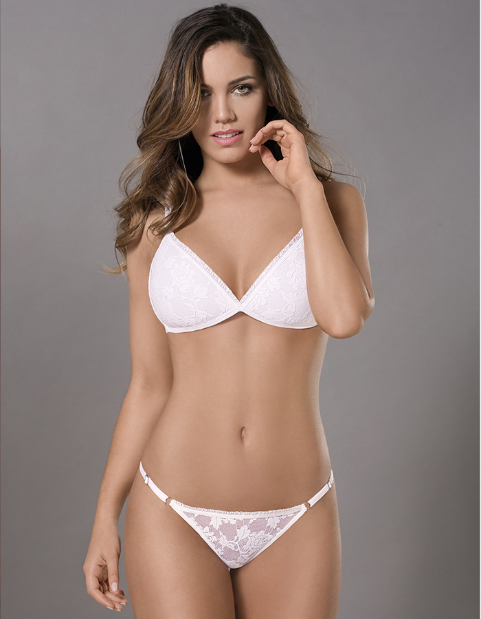 Conjunto triangulo taza soft sin push up. Encaje. Tangaless.