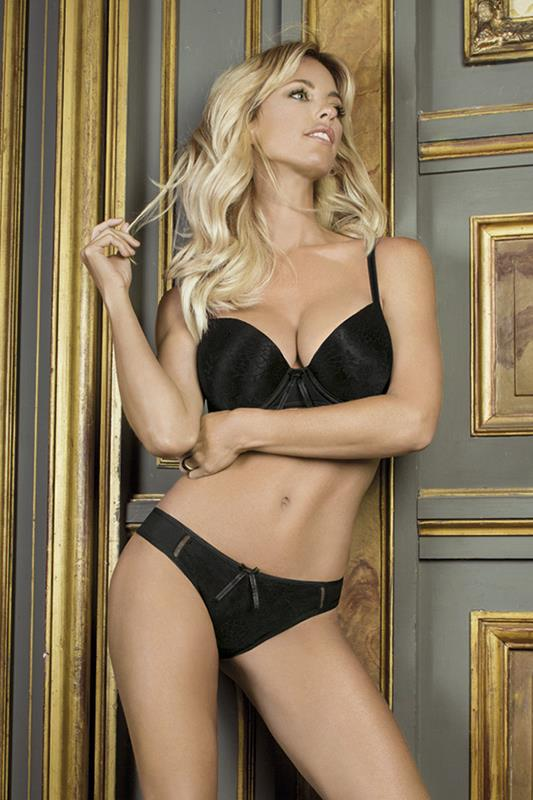Conjunto tasa soft sin push up de  Microfibra lisa y fantasia Colaless